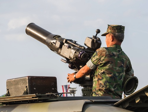 soldier-with-cannon